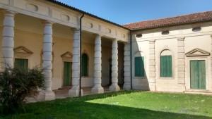 Villa Cordellina Lombardi, gli edifici annessi